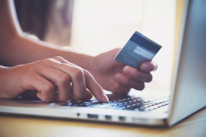月額料金は、クレジットカード払いの方が安く設定されている